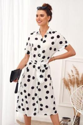 Wygodna sukienka w grochy biała MP60922