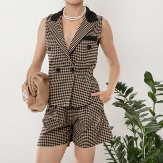 Czarny damski garnitur w brązową kratkę - Odzież
