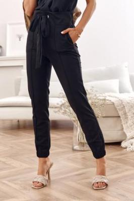 Czarne spodnie joggery damskie w kant 01200