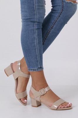 Beżowe sandały lakierowane na niskim obcasie skórzana wkładka Casu R19X3/BE
