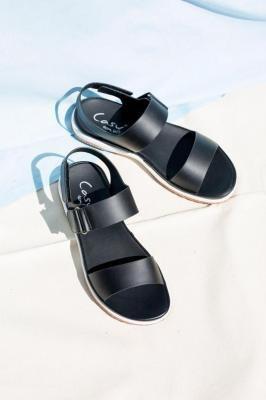 Czarne sandały płaskie na rzepy