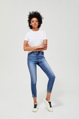 Jeansy medium waist z przetarciami
