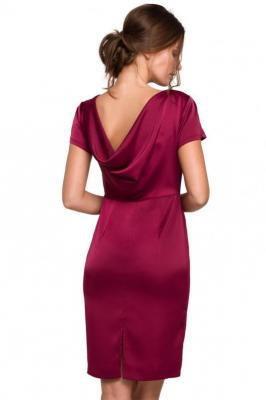 Piękna elegancka sukienka z efektownym dekoltem na plecach