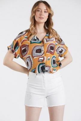 Koszulowa bluzka z krótkim rękawem