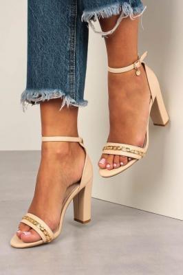 Beżowe sandały na słupku z zakrytą piętą