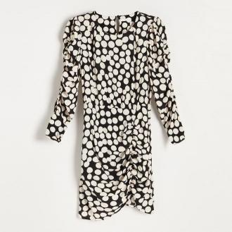 Reserved - Drapowana sukienka w grochy - Wielobarwny
