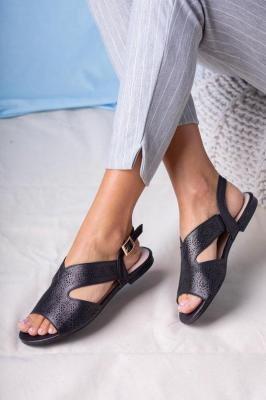 Czarne sandały ażurowe płaskie błyszczące ze skórzaną wkładką Casu SN20X6/B
