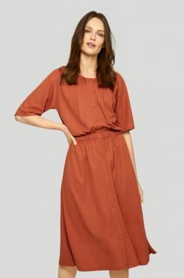 Dzianinowa sukienka podkreslająca talię