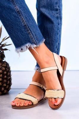 Beżowe sandały płaskie z błyszczącym paskiem