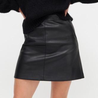 Reserved - Spódnica mini z imitacji skóry - Czarny