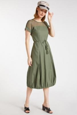 Sukienka z ażurową wstawką