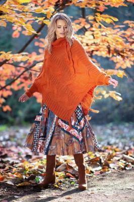 Pomarańczowe Ciepłe Poncho-Sweter z Frędzlami