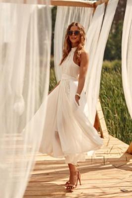 Zmysłowa sukienka z halterem kremowa 3773