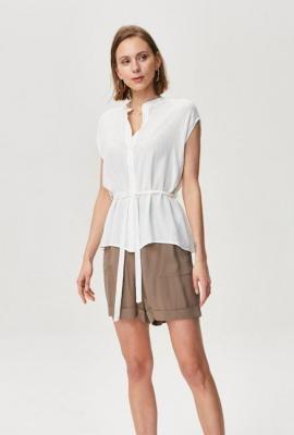 Koszula ze strukturalnej tkaniny