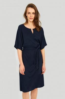 Dzianinowa sukienka z ozdobnym detalem