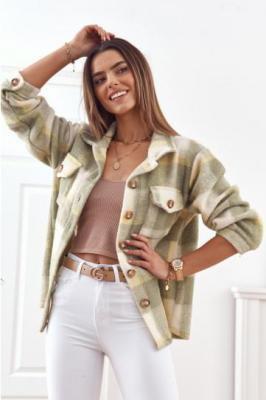 Oliwkowa ciepła kurtka koszulowa w kratę 6181