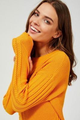 Sweter w warkoczowy splot