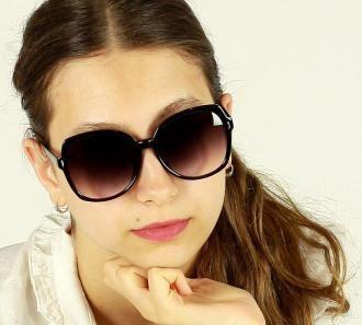 Minimalistyczne okulary przeciwsłoneczne MAZZINI GLAMOUR czarny