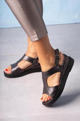 Czarne sandały na koturnie błyszczące Casu SN20X7/B