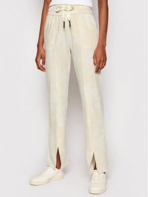 Desigual Spodnie dresowe Pintuck Camo 21SOPK10 Żółty Comfort Fit