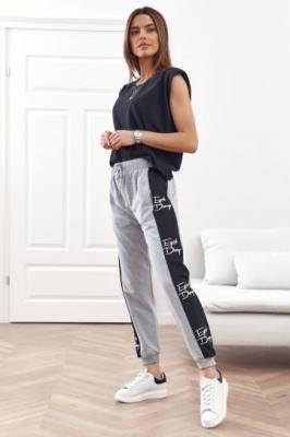 Spodnie dresowe z lampasami jasnoszare 1057