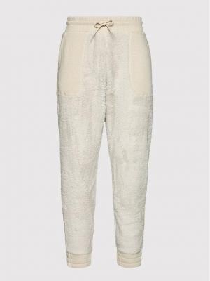Reebok Spodnie dresowe MYT Cozy GV3289 Beżowy Regular Fit