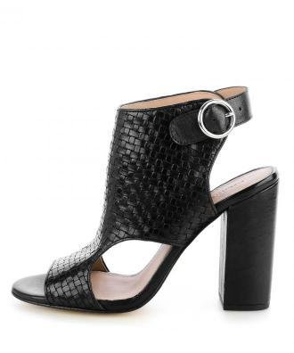 Czarne plecione sandały ze skóry licowej na słupku z klamerką QUARA
