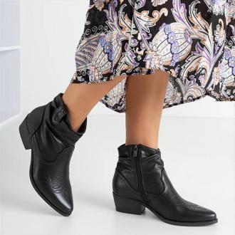 Czarne damskie botki kowbojki ze zdobieniem Adelia - Obuwie