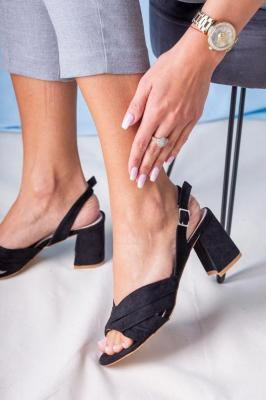 Czarne sandały na słupku ze skórzaną wkładką Casu L20X3/B