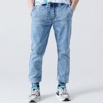 Cropp - Jeansowe joggery z efektem sprania - Niebieski