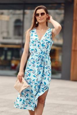 Niebieska sukienka w motywy roślinne wiązana w pasie MP60783