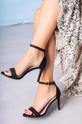 Czarne sandały szpilki