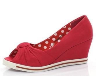 Czerwone czółenka na koturnie - Obuwie