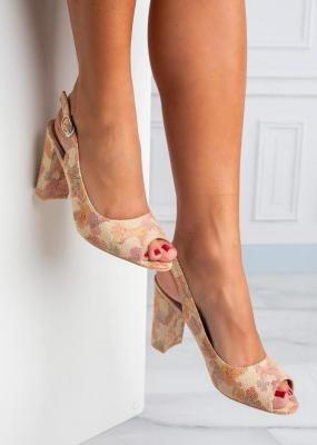 Beżowe sandały na ozdobnym słupku