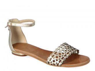 Płaskie sandałki z ażurowanym paskiem