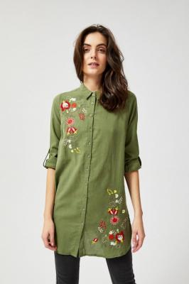 Długa koszula z kwiatowym haftem