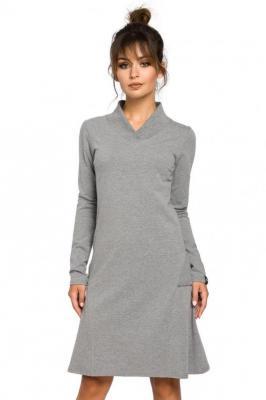 Trapezowa sukienka o wyjątkowym kroju