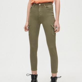 Cropp - Spodnie high waist z kieszeniami cargo - Khaki