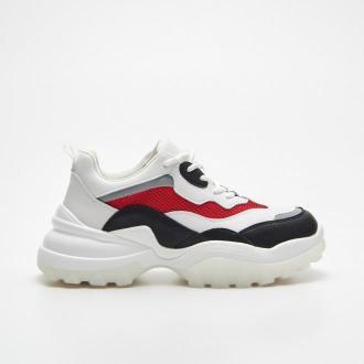 Cropp - Sneakersy z kolorowymi panelami - Czerwony