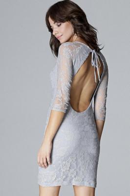 Koronkowa dopasowana sukienka z odkrytymi plecami