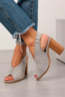 Szare sandały na słupku zabudowane z gumką