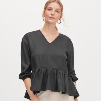 Reserved - Gładka bluzka z baskinką - Czarny