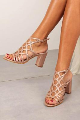 Różowe sandały ażurowe błyszczące na słupku