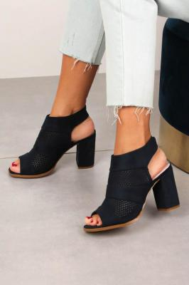 Granatowe sandały ażurowe zabudowane