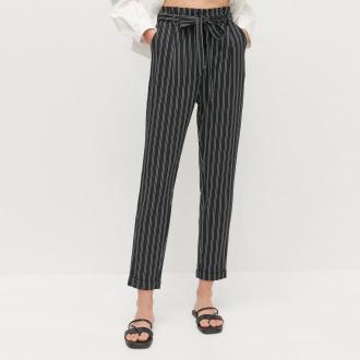 Reserved - Spodnie z paskiem - Wielobarwny
