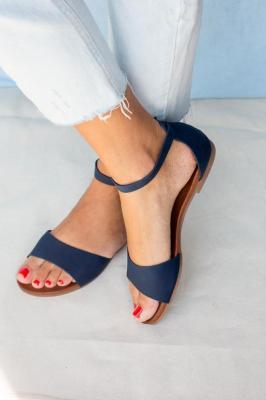Granatowe sandały płaskie z zakrytą piętą i paskiem wokół kostki Casu K19X16/N