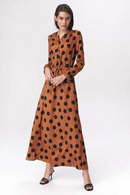 Lekko rozkloszowana sukienka szmizjerka maxi w grochy