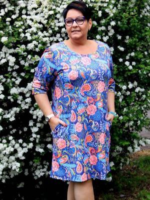 Sukienka dzianinowa trapezowa dres XXL HANA granatowa w kolorowe wzory PROMOCJA