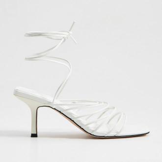 Mohito - Wiązane sandały na obcasie - Biały
