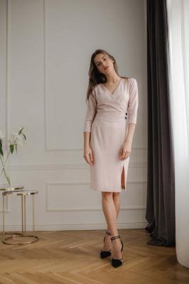 Dopasowana Sukienka z Kopertowym Dekoltem - Różowa